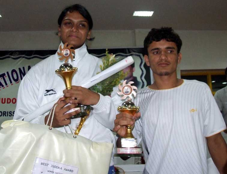 Sara Majid (Left) and Anup pose with the best judoka prizes of the Junior National Championship in Bhubaneswar on <b>Oct 3, 2009.