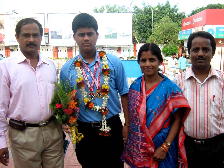 World Youth Chess Olympiad gold medallist <b>Debashis Das </b>with his family in Bhubaneswar on <b>Oct 4, 2009.
