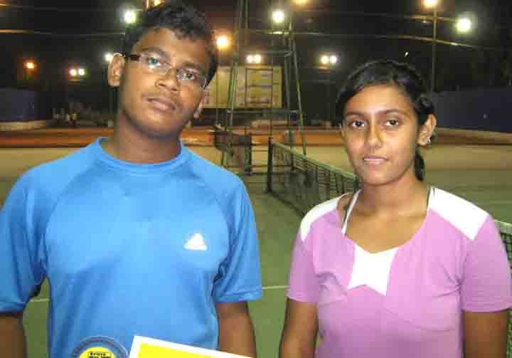 Orissa tennis player <b>Susita Das </b>(R) with her brother <b>Shreyas </b>at the KDTA Open tennis tournament in Bhubaneswar on <b>Nov 9, 2008.