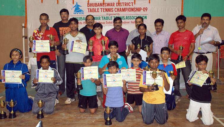 Prize winners, guests and officials of the 21st Bhubaneswar District Table Tennis Championship on <b>Nov 15, 2009.