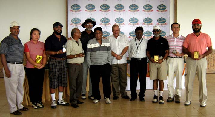 Prize winners and guests at the Signature Club Golf Championship in Bhubaneswar on <b>Nov 22, 2009.