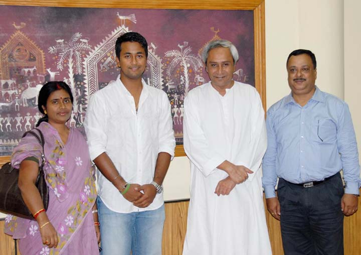 India spinner Pragyan Ojha (2nd from left) and his parents with Orissa Chief Minister Naveen Patnaik at Bhubaneswar in 2009.
